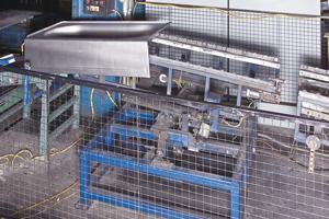 Between-press conveyor