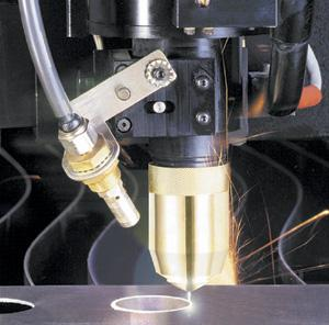 Using plasma arc cutting to clean-cut stainless steel sheet and ...