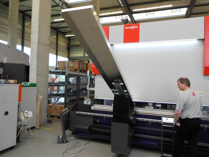 Keeping Safe While Bending Parts Fast On A Press Brake