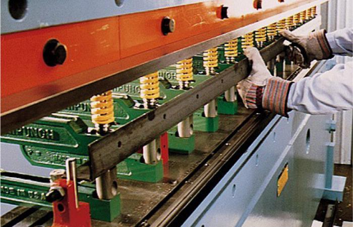 Punzonar En Una Prensa Dobladora The Fabricator